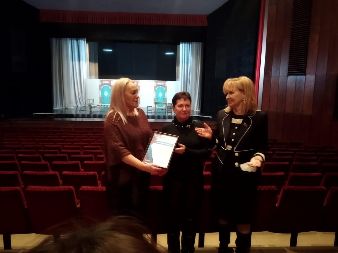 Сегодня состоялась встреча коллектива театра с депутатами Народного совета Анной Мосиной и Ириной Андрух.