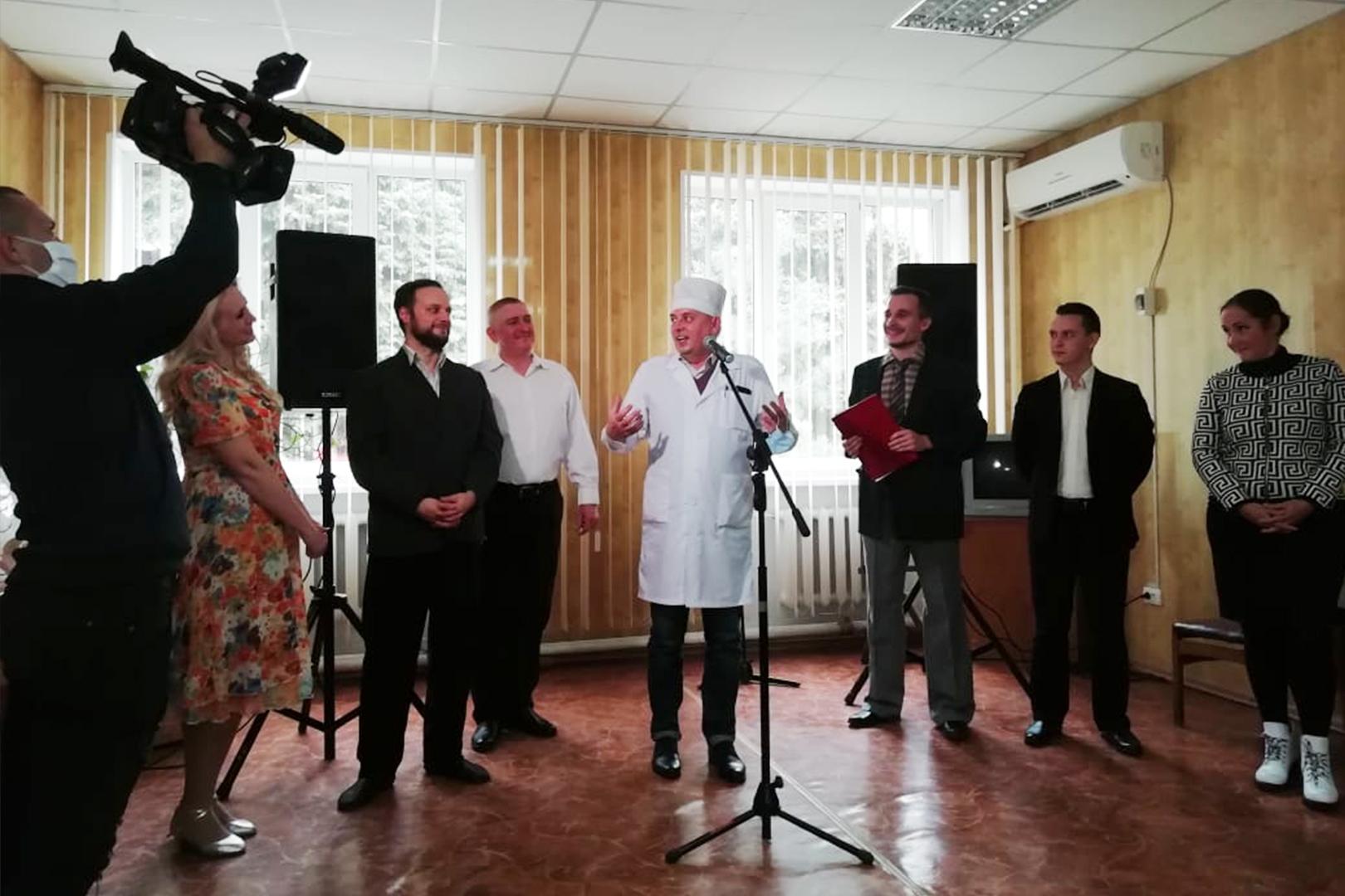 ЛАРДТ имени П. Луспекаева представил концертную программу «Светлые души» в поддержку врачей и медицинского персонала ГУ ЛНР «Славяносербское ТМО».