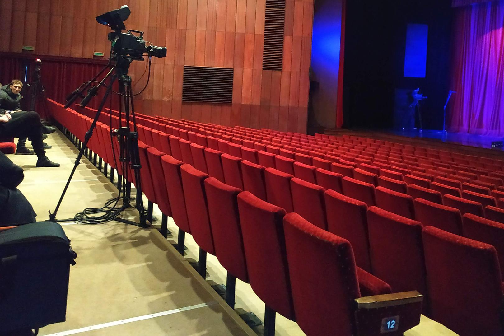 Для самых юных зрителей Луганский академический русский драматический театр имени П. Луспекаева приготовил предновогодний сюрприз!