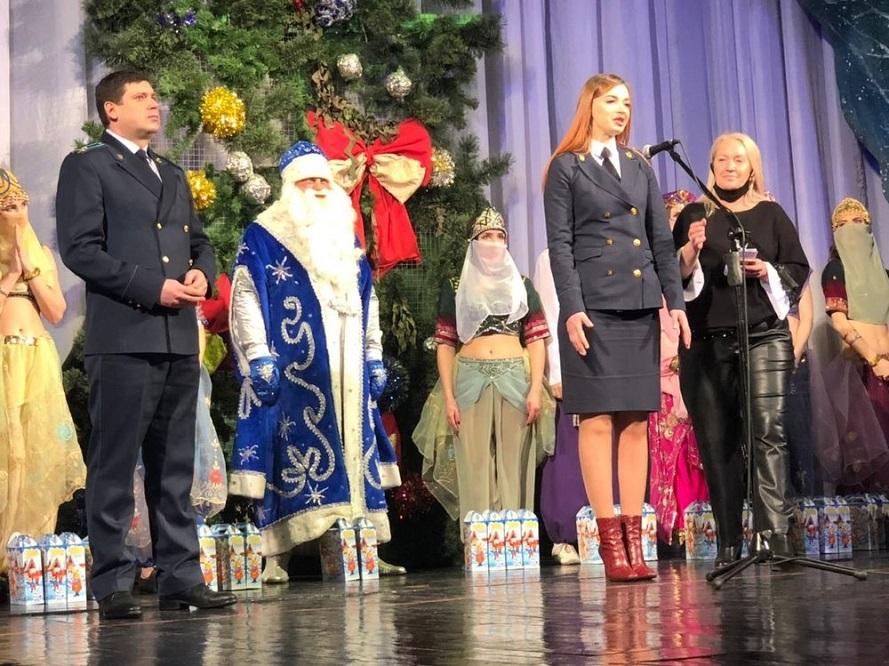 Генпрокуратура и русский драмтеатр организовали показ спектакля для детей-инвалидов