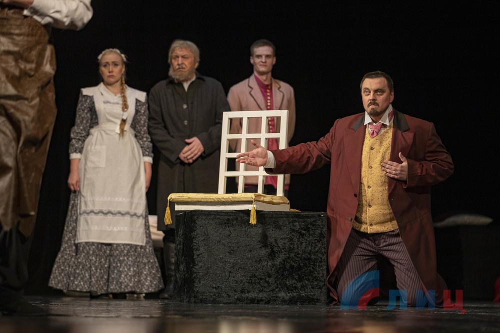 Луганский театр представил премьеру мистического спектакля «Инь и Ян. Черная версия»
