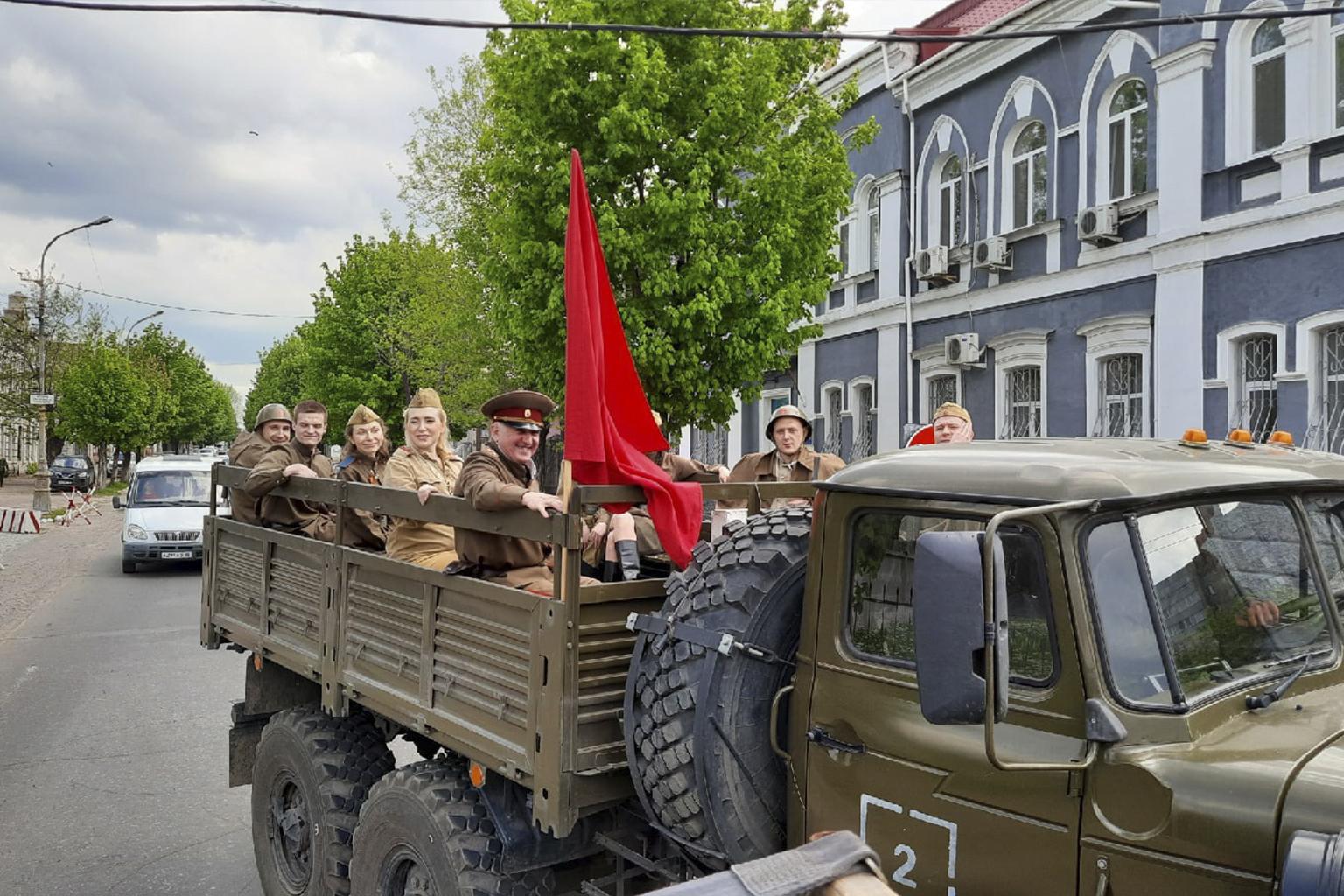 На улицах Луганска зазвучали песни военных лет